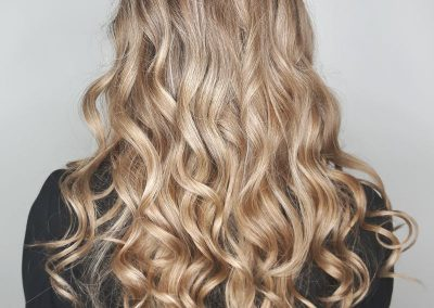 long-curly-blonde-hair