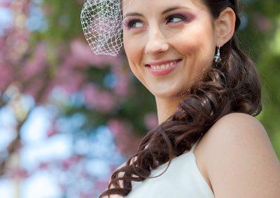 model-with-bridal-veil