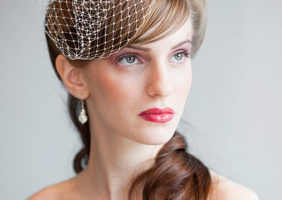 model-with-wedding-veil